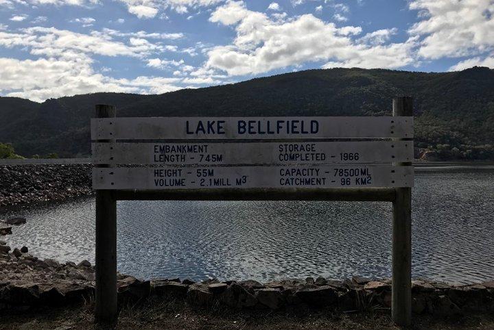 레이크 벨필드** 그림과 같은 강에서 평화로운 산책을 즐기실 수 있습니다.