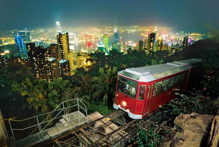 ▲ 홍콩의 랜드마크 피크트램, 그리고 스카이테라스! 홍콩의 화려한 야경과 즐겨보세요.